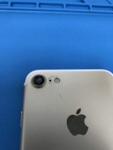 iPhone7メインカメラカバーガラスの修理前写真