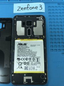 ZenFone3(ZE520KL)の液晶画面交換時に裏蓋をあけた瞬間写真