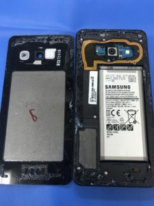 Galaxy feelの液晶画面交換修理の修理工程写真