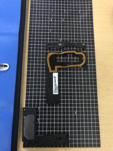 Galaxy feelの液晶画面交換修理の修理工程の内部写真